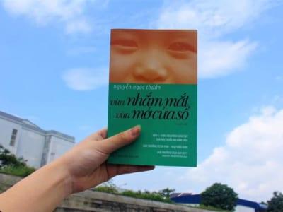 Đọc sách cùng con (số 9): Vừa nhắm mắt vừa mở cửa sổ - Nguyễn Ngọc Thuần