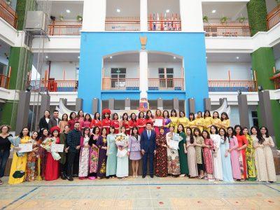 Khối giáo viên chương trình Việt Nam